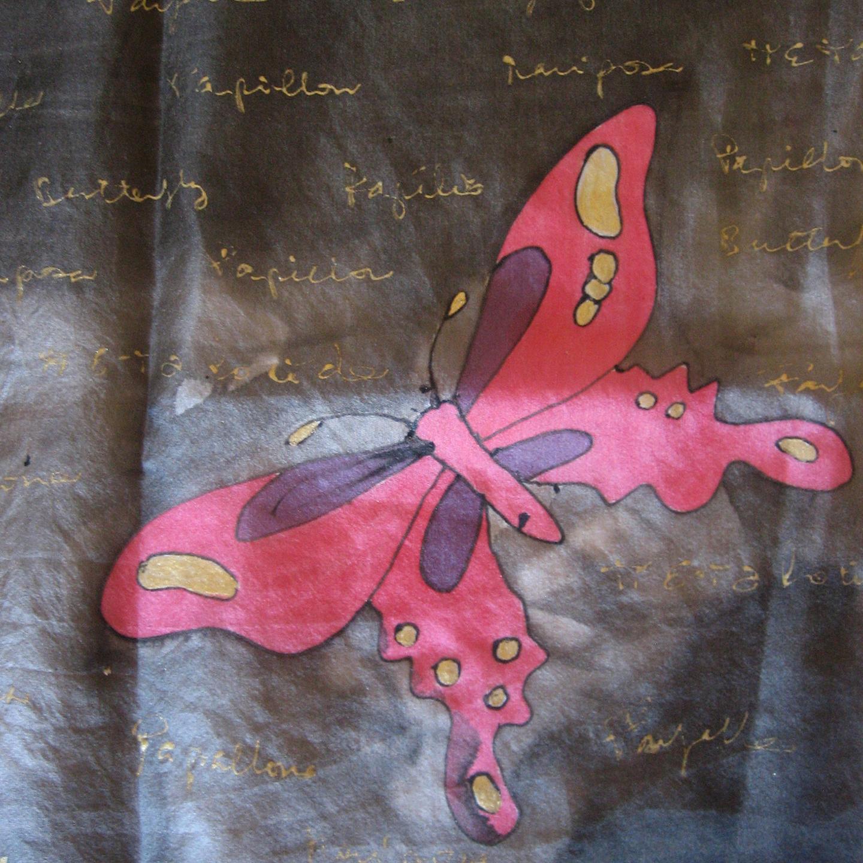 """Detalle del fular """"Mariposas fondo negro Eva"""", pongé 180 x 45 cm"""