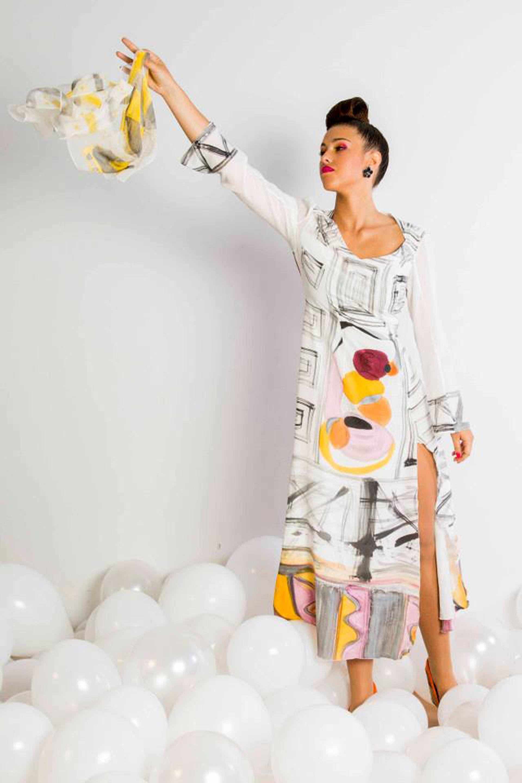 """Vestido """"Homenaje a Miró en crepe de chine lucido por Cristina. Fotografía: Baúl de Fotos."""