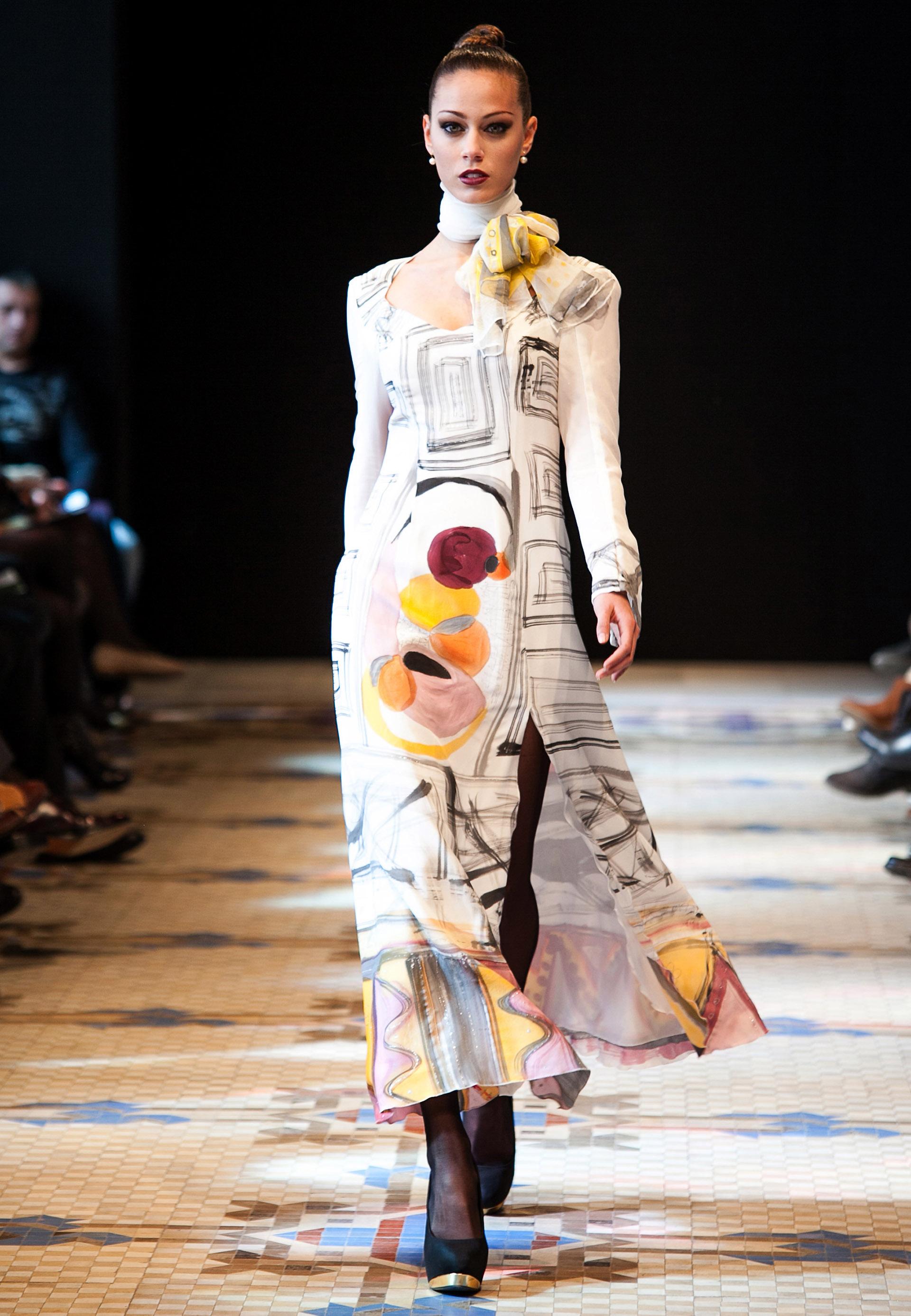 """Vestido """"Homenaje a Miró """" en crepe de chine presentado por Alba en la pasarela VFW. Fotografía: Abad."""