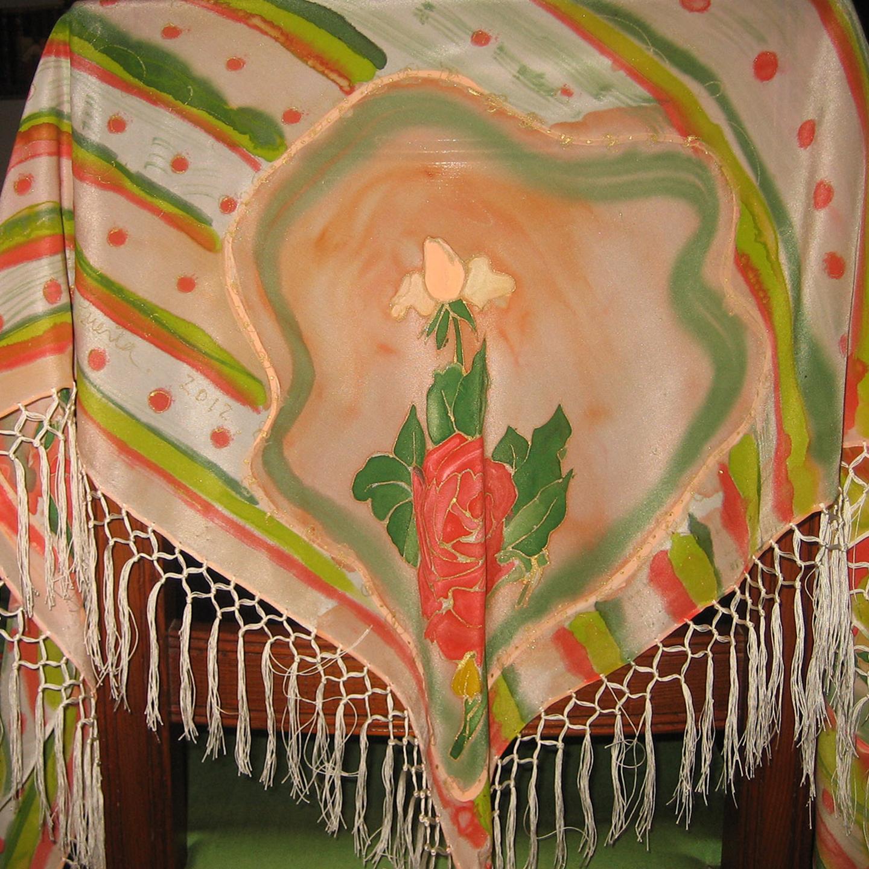 """Mantón de flecos """"Rosas """" crepe de chine 184 x 78 cm"""