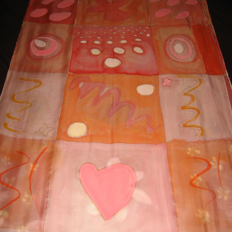 """Detalle del Fular """"Cuadros y flores salmón"""", crepe satén 180 x 45 cm"""