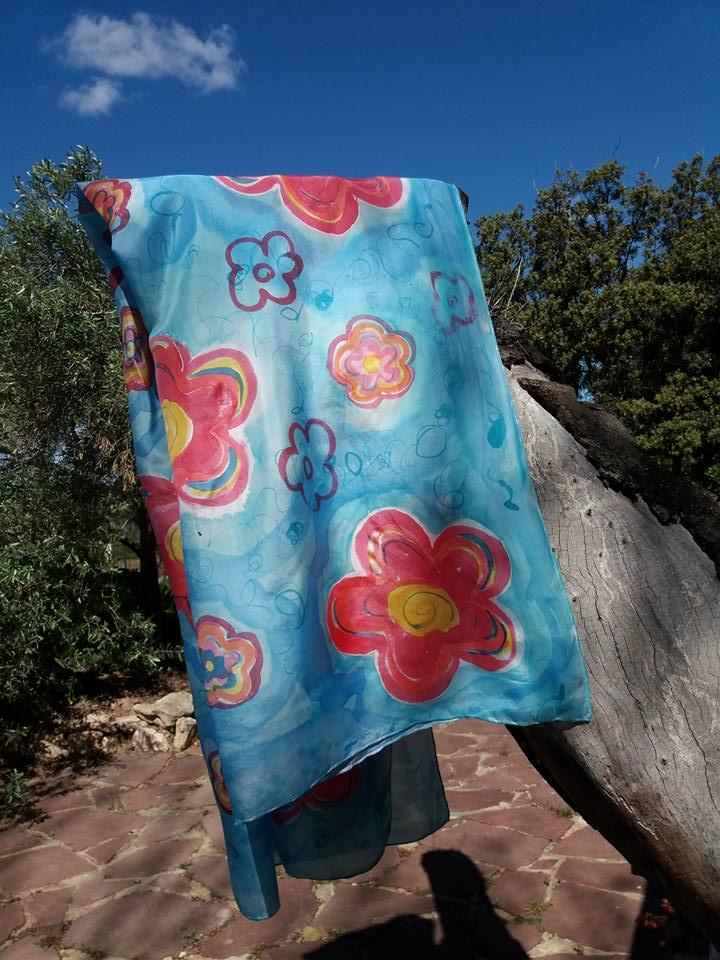 """Pareo de seda """"Flores rojas"""" en seda natural habotai 180 x 90 cm."""