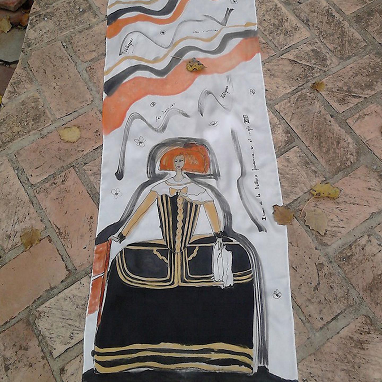 "Detalle del fular ""Menina"", crepe satén 180 x 45 cm"