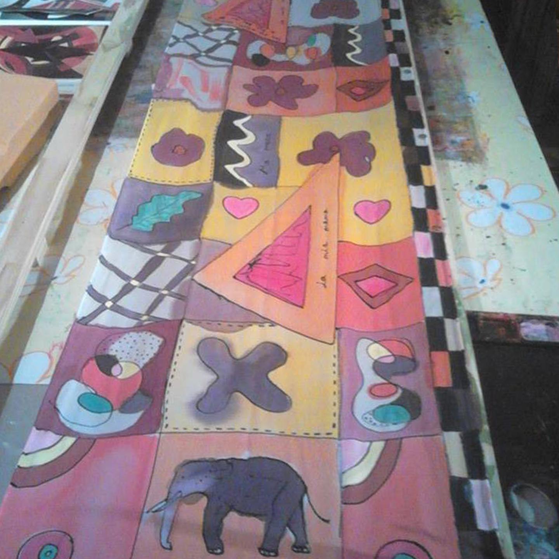 """Fular """"Arty"""" crepe satén, 180 x 45 cm."""