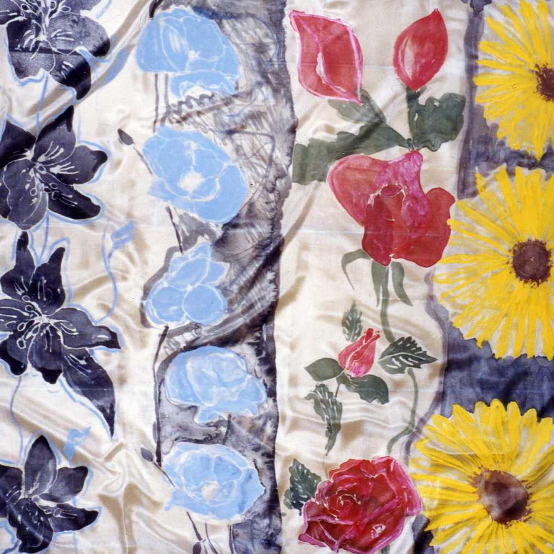 "Pañuelo ""Flores variadas Charo"" pongé 90 x 90 cm"