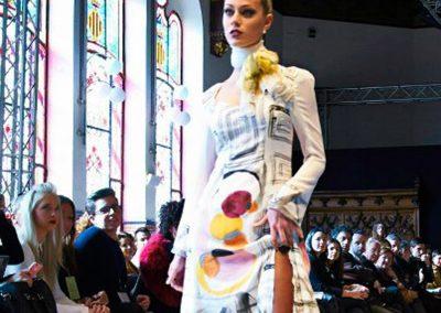 Alba Requenqa Rubio detalle del vestido con el fular