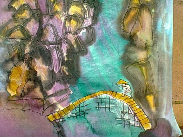 """Detalle del pañuelo """"Chino cruzando el puente"""" crepe satén 90 x 90 cm"""