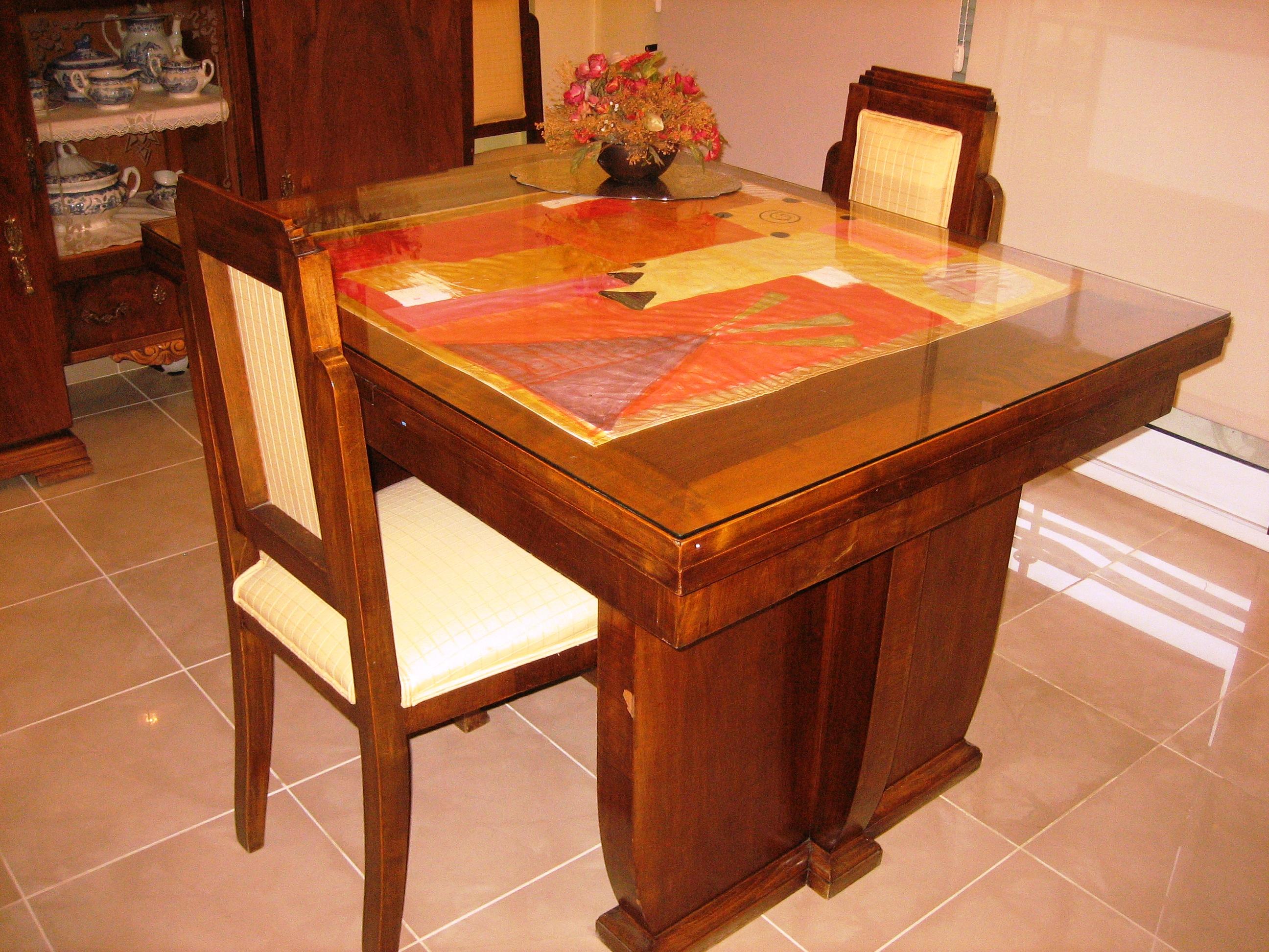 Mesa con tapete