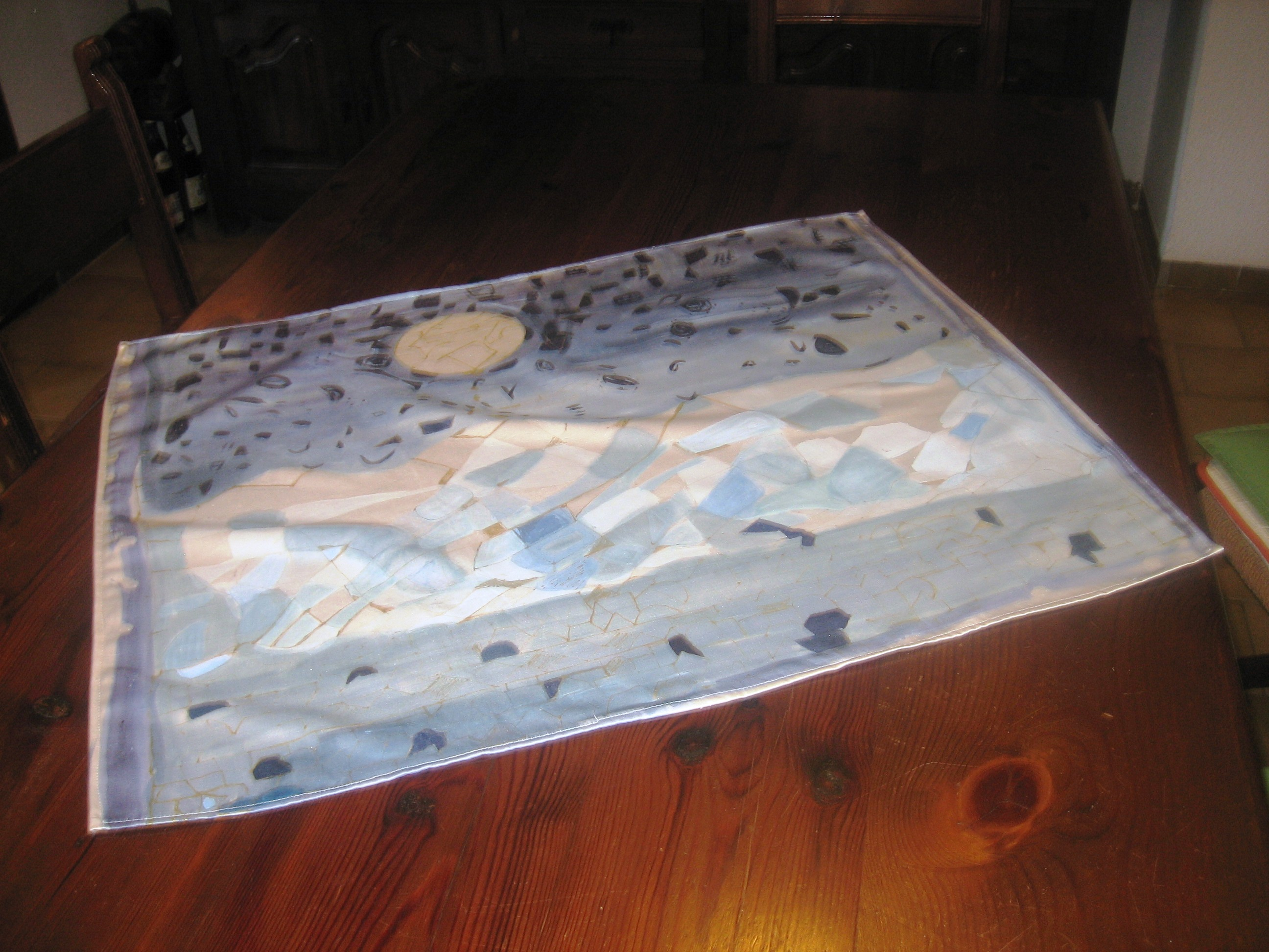 "Tapete de mesa ""Luna sobre el mar""sobre seda natural elaborada por Gironés Vila. Valencia."