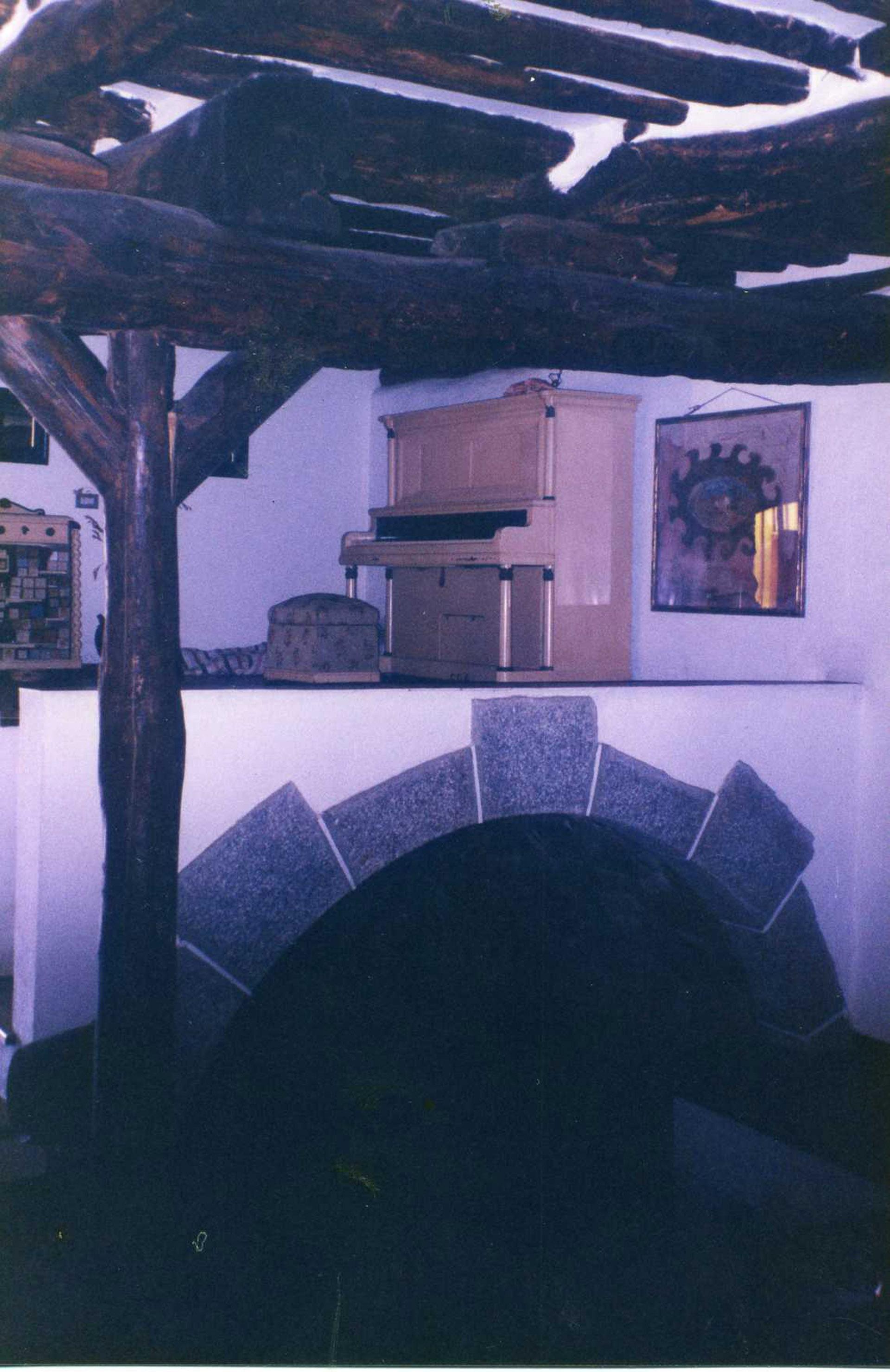 "Cuadro del pañuelo ""El Pradijón"" colgado de la pared en la finca EL Pradijón. Pongé 90 x 90 cm"