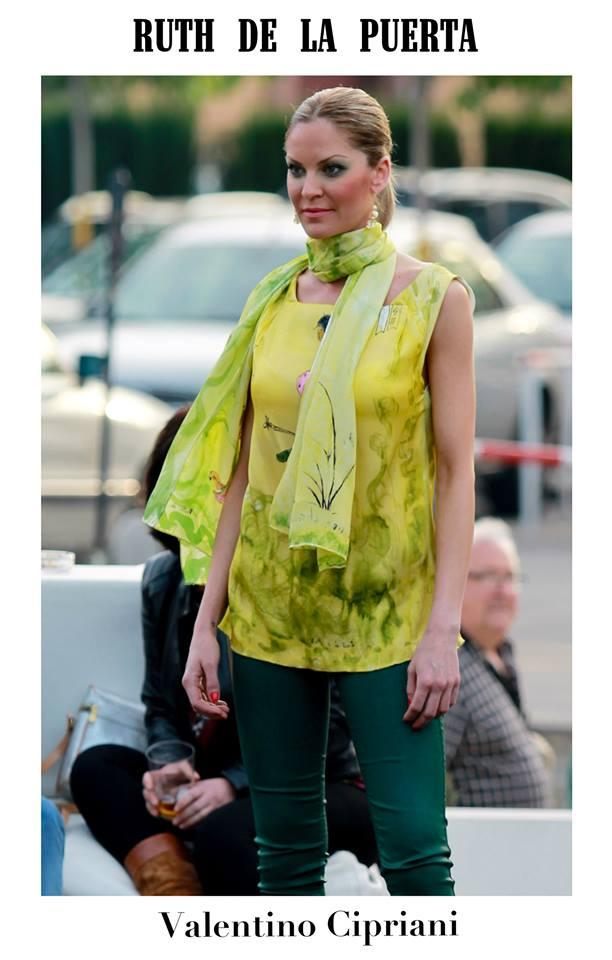 Nati con el blusón verde por Valentino Cipriani