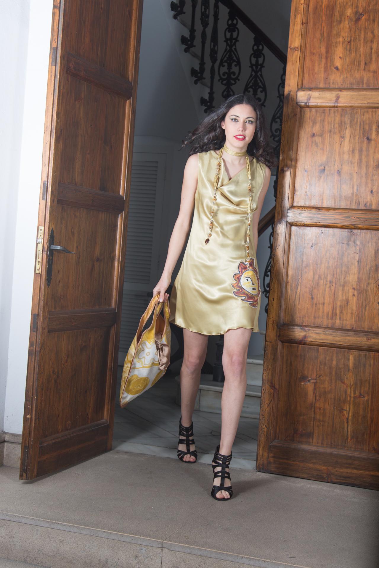 """Alexia con el vestido """"El Sol"""". Fotografía: Baúl de Fotos."""