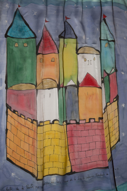 """Detalle del pañuelo """"La Valencia medieval"""", crepe satén 90 x 90 cm. Fotografía: Baúl de Fotos."""