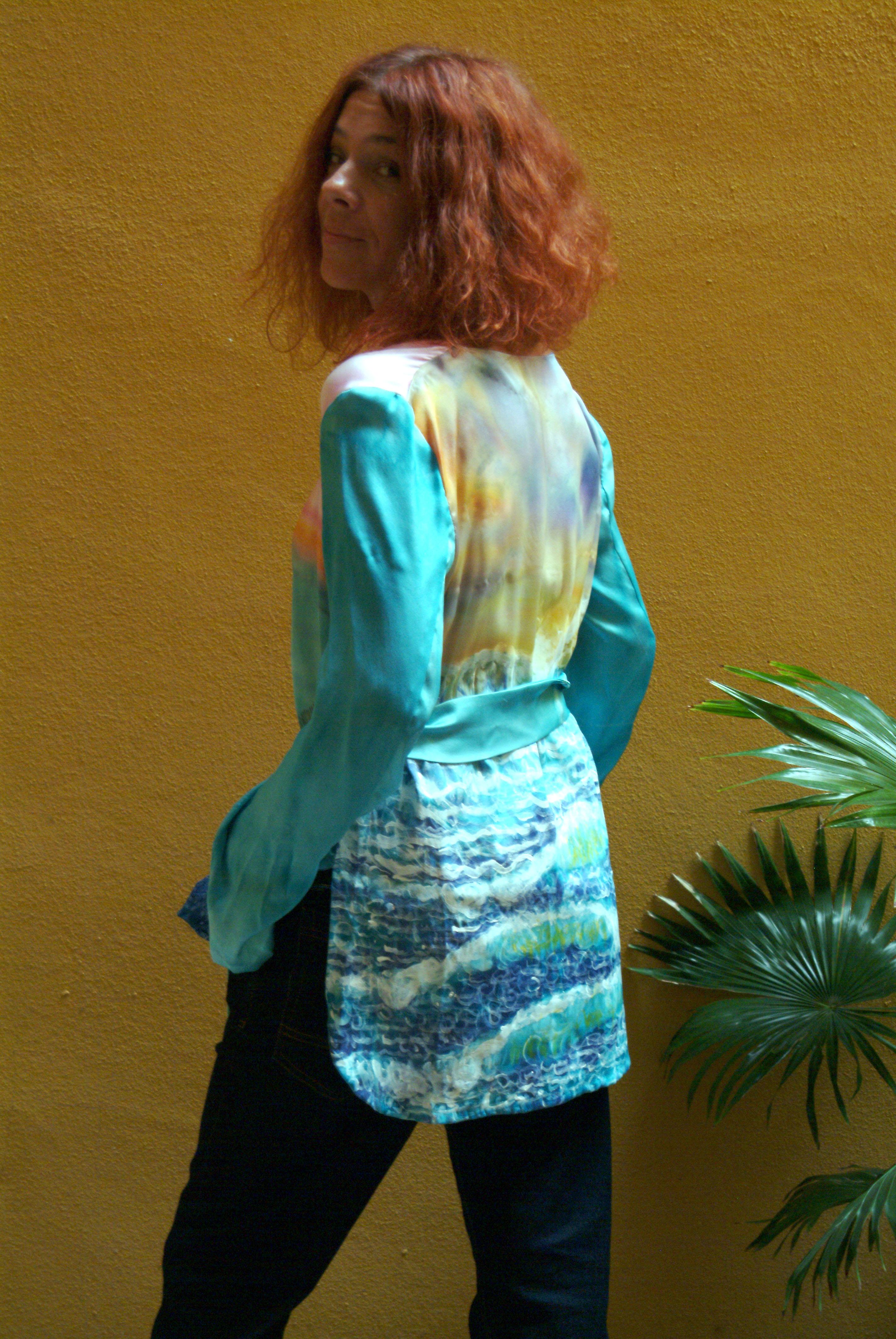 """Espalda del blusón """"El mar en movimiento"""" lucido por Palmira. Fotografía: Vicente Alamán Picazo."""