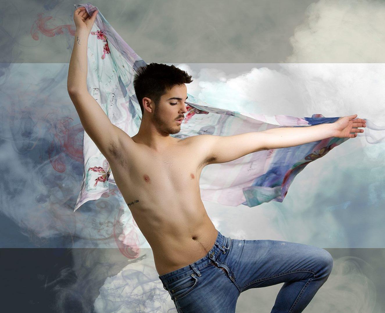 """Pareo de seda """"Mariposas"""", pongé, 2 m x 90 cm. Fotografía: Santo Coronado."""