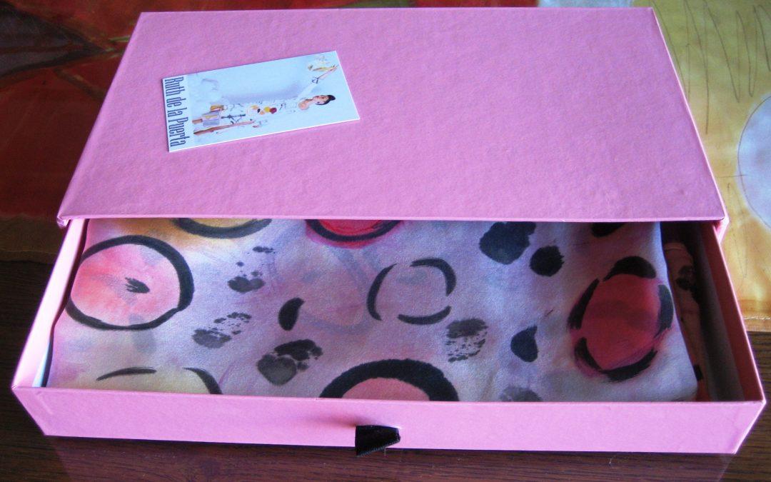 Cajas de cartón para regalar pañuelos y pareos de seda natural